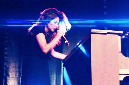 image à la une - concert de Julie Zenatti